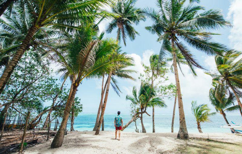 https: img.okezone.com content 2020 10 07 406 2290044 pariwisata-hawaii-kembali-dibuka-ini-syarat-untuk-turis-asing-75kYBQ2biP.jpg