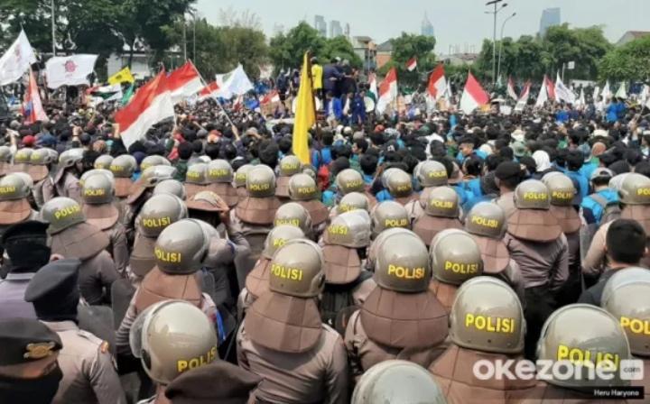 https: img.okezone.com content 2020 10 07 512 2290136 polri-larang-bem-seluruh-indonesia-demo-ke-istana-negara-ini-reaksi-bem-undip-B9usvG8TkY.jpg