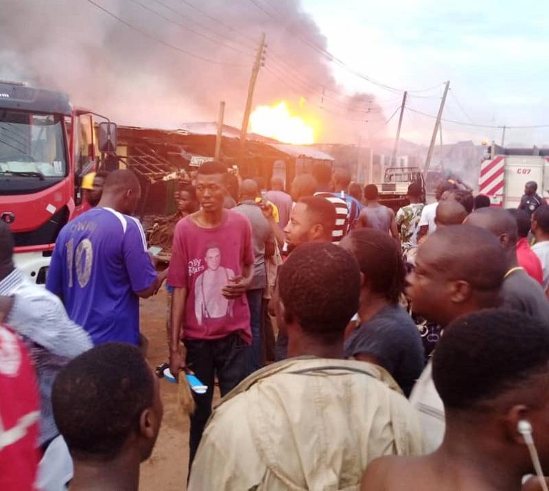 https: img.okezone.com content 2020 10 08 18 2290636 ledakan-pompa-bensin-nigeria-tewaskan-8-orang-hancurkan-puluhan-rumah-NSbJPkosdl.jpg