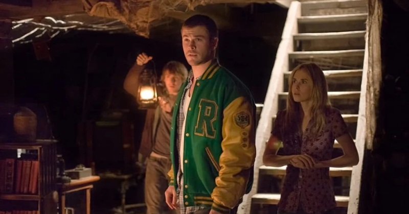 https: img.okezone.com content 2020 10 08 206 2290312 fakta-film-the-cabin-in-the-woods-sekelompok-remaja-yang-jadi-tumbal-pVCJzpGUBh.jpg