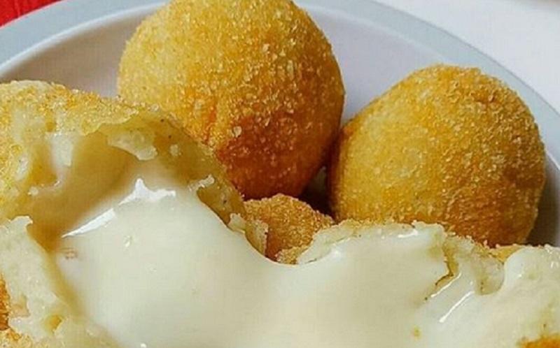 https: img.okezone.com content 2020 10 08 298 2290532 kroket-kentang-mozarella-cocok-untuk-camilan-saat-di-rumah-saja-vmcUBcXBzv.jpg