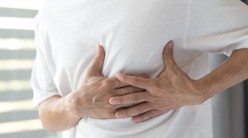 https: img.okezone.com content 2020 10 08 481 2290266 pria-bisa-kena-kanker-payudara-waspada-kebiasaan-ini-GDXAvfvpHV.jpg