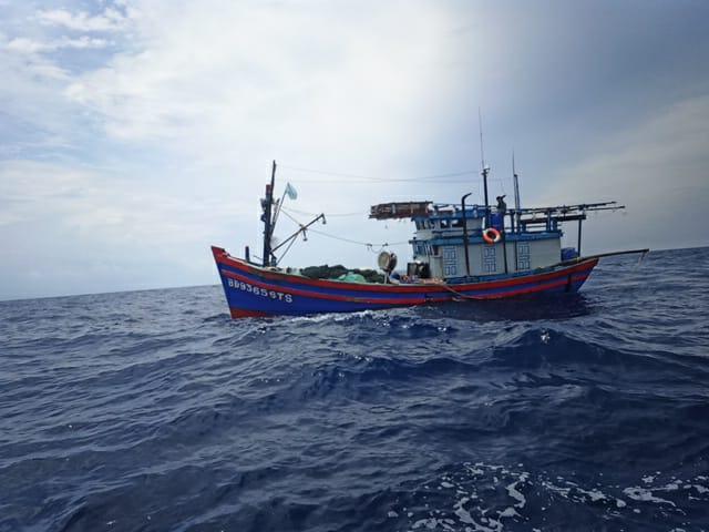 https: img.okezone.com content 2020 10 09 340 2291329 tni-al-tangkap-kapal-ikan-berbendera-vietnam-di-laut-natuna-utara-h3gIvmlDwl.jpg