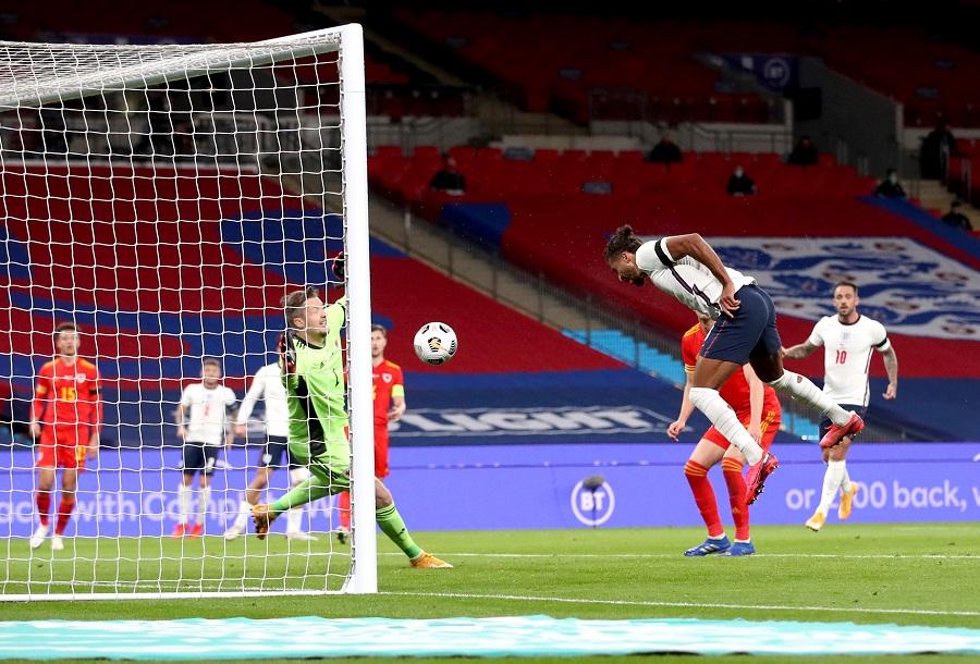 https: img.okezone.com content 2020 10 09 51 2290808 calvert-lewin-girang-cetak-gol-saat-debut-untuk-inggris-f1RPhj1h6p.jpg
