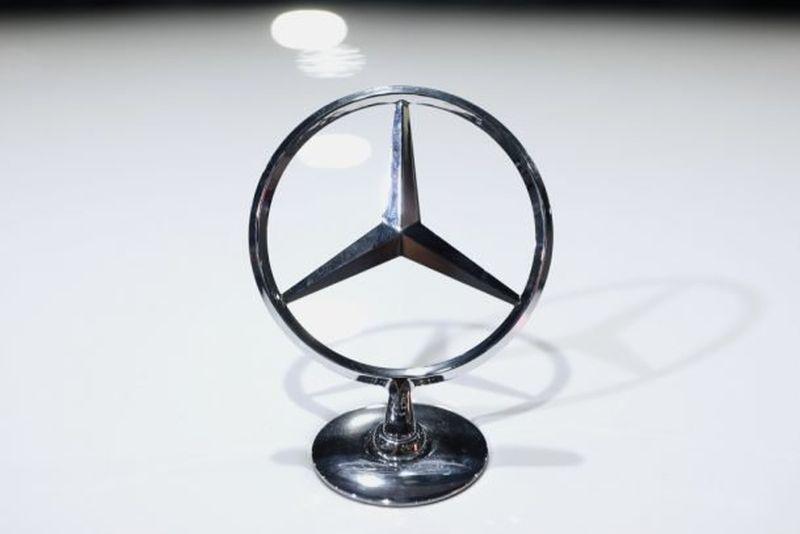 https: img.okezone.com content 2020 10 09 52 2290832 mercedes-benz-bakal-stop-produksi-mobil-transmisi-manual-F8fJeg0E5O.jpg