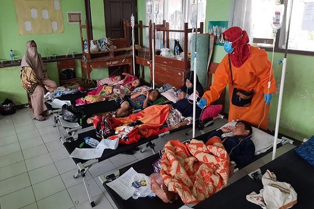 https: img.okezone.com content 2020 10 09 525 2290879 korban-keracunan-makanan-saat-acara-syukuran-di-taskimalaya-bertambah-jadi-171-orang-QexeGydQbp.jpg