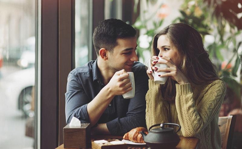 https: img.okezone.com content 2020 10 09 612 2290985 5-tanda-mantan-pacar-masih-cinta-nomor-4-suka-cari-alasan-untuk-bertemu-gPwZTVhSm8.jpg