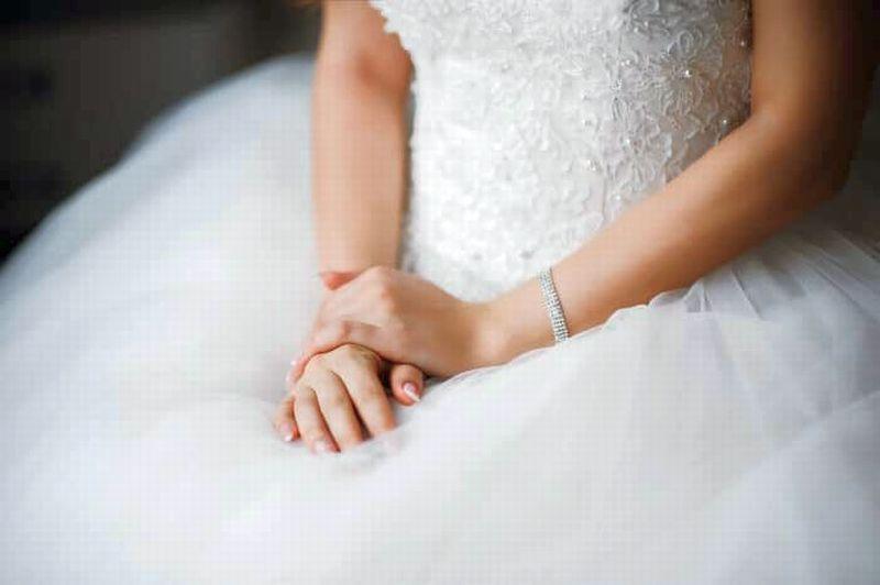 https: img.okezone.com content 2020 10 09 612 2291348 kisah-nahas-pengantin-perempuan-langsung-jadi-janda-sehabis-resepsi-GpHw6Hdf1w.jpg