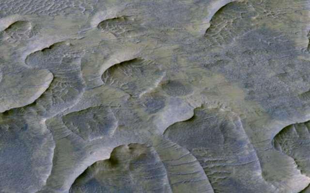 https: img.okezone.com content 2020 10 10 16 2291529 fosil-bukit-pasir-berusia-1-miliar-tahun-ditemukan-di-mars-Y6xwHF0rRD.jpg