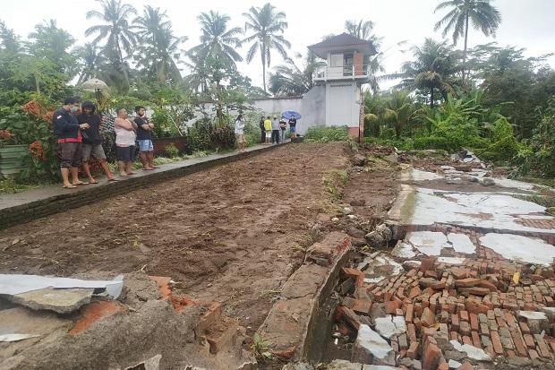 https: img.okezone.com content 2020 10 10 244 2291651 diterjang-hujan-badai-tembok-lapas-bangli-ambruk-bt16LuZtUC.jpg