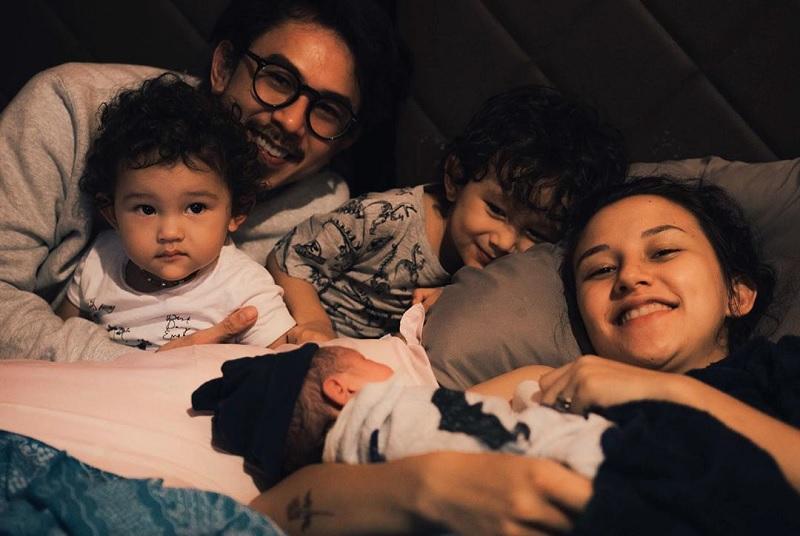 https: img.okezone.com content 2020 10 10 33 2291528 selamat-dahlia-poland-melahirkan-anak-ke-3-n2S7dMAHKO.jpg