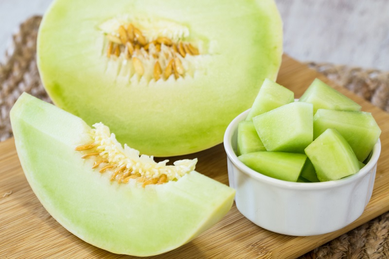 https: img.okezone.com content 2020 10 10 481 2291549 3-khasiat-melon-salah-satunya-bantu-menurunkan-berat-badan-deR6IJgIUQ.jpg