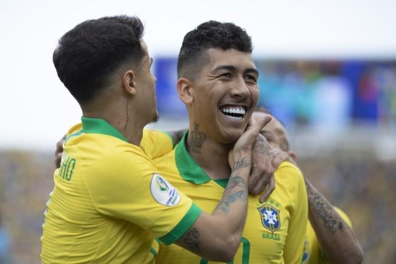 https: img.okezone.com content 2020 10 10 51 2291431 firmino-sumbang-gol-brasil-unggul-2-0-atas-bolovia-di-babak-pertama-QuZJYLM7vB.jpg