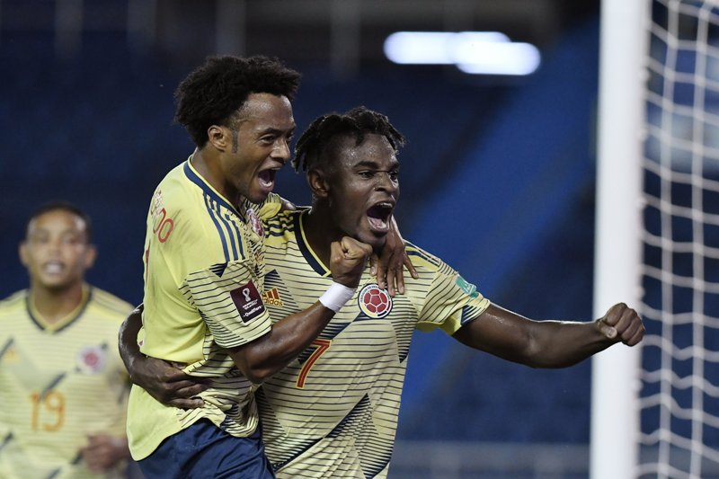 https: img.okezone.com content 2020 10 10 51 2291439 2-pemain-atalanta-jadi-bintang-kemenangan-3-0-kolombia-atas-venezuela-UTqG6H4QSN.jpg