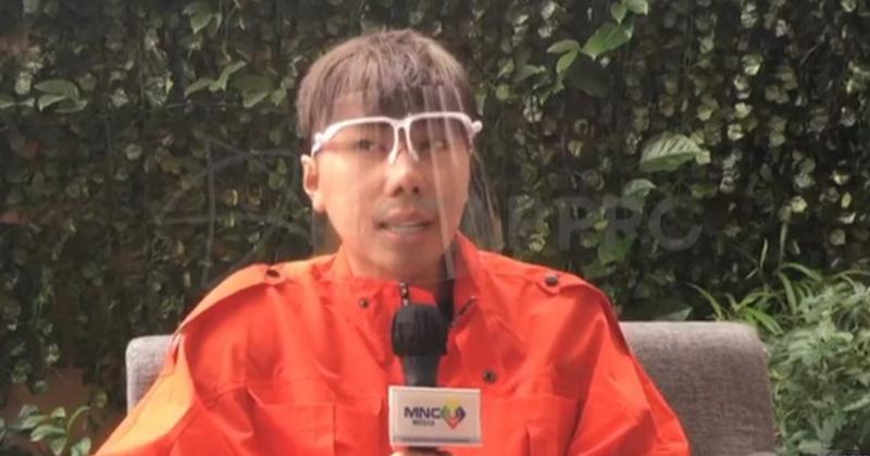 https: img.okezone.com content 2020 10 11 33 2291912 bebas-rehabilitasi-roy-kiyoshi-bermanjaan-dengan-mama-dan-papa-YrYvUHwkSU.jpg