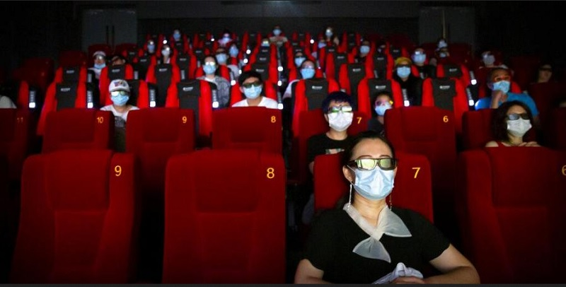 https: img.okezone.com content 2020 10 11 481 2291930 psbb-transisi-bioskop-di-jakarta-boleh-buka-patuhi-10-protokol-kesehatan-ini-XFfbMiN9Lg.jpg