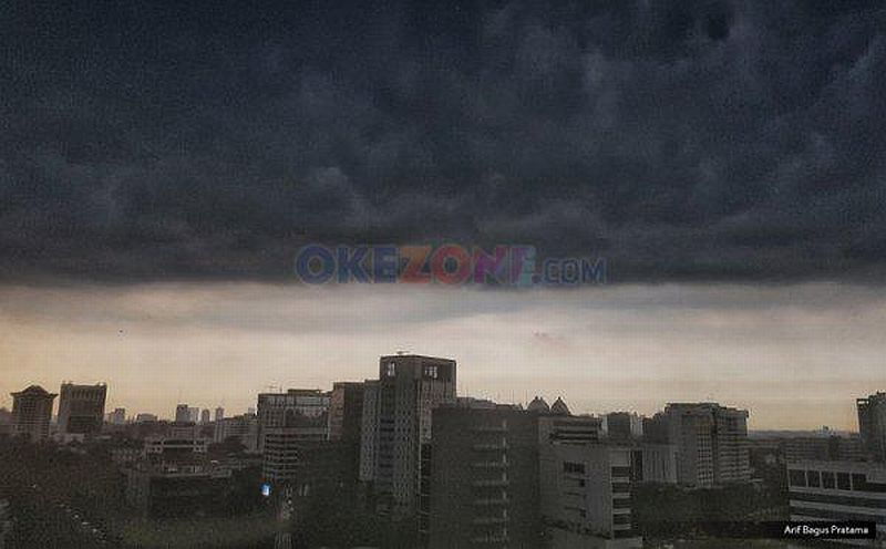 https: img.okezone.com content 2020 10 11 620 2291907 bmkg-sebut-dki-jakarta-masuk-fase-peralihan-ke-musim-hujan-SNmQopORYV.jpg
