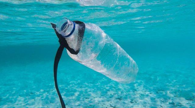 https: img.okezone.com content 2020 10 12 16 2292361 peneliti-temukan-15-juta-ton-mikroplastik-mencemari-dasar-laut-VePIFwqNUZ.jpg