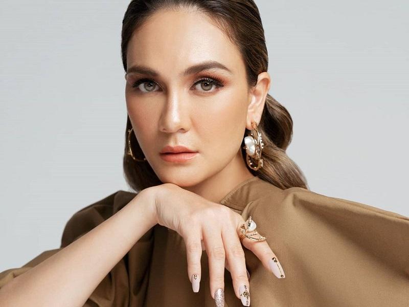 https: img.okezone.com content 2020 10 12 194 2292218 cantiknya-luna-maya-berbalut-dress-rp14-jutaan-netizen-queen-of-branded-QbwiK8gPqy.jpg