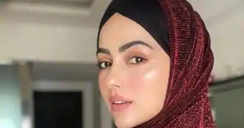 https: img.okezone.com content 2020 10 12 33 2292389 hijrah-sana-khan-hapus-semua-foto-jejak-keartisan-di-sosial-media-64t2szNIja.jpg
