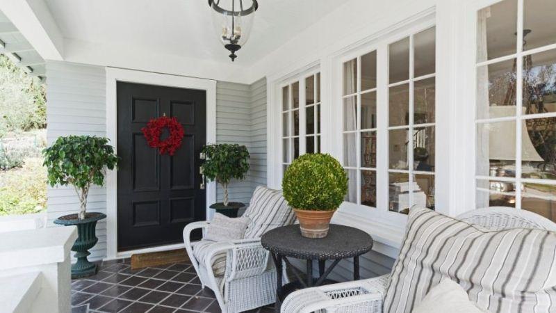 https: img.okezone.com content 2020 10 12 470 2292342 memilih-perabot-ruang-tamu-sesuaikan-dengan-warna-dan-material-IKGlwAlXNY.jpg