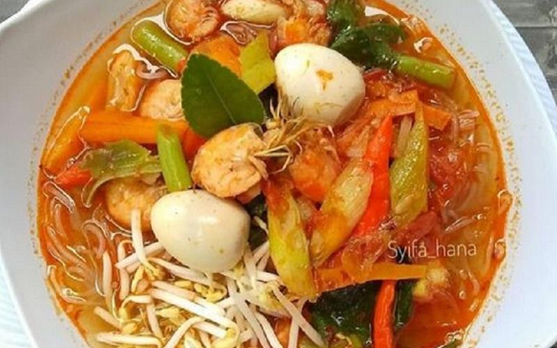 https: img.okezone.com content 2020 10 13 298 2293045 bikin-bihun-tom-yum-yuk-sajian-nikmat-untuk-makan-malam-RnQGBbiVvk.jpg