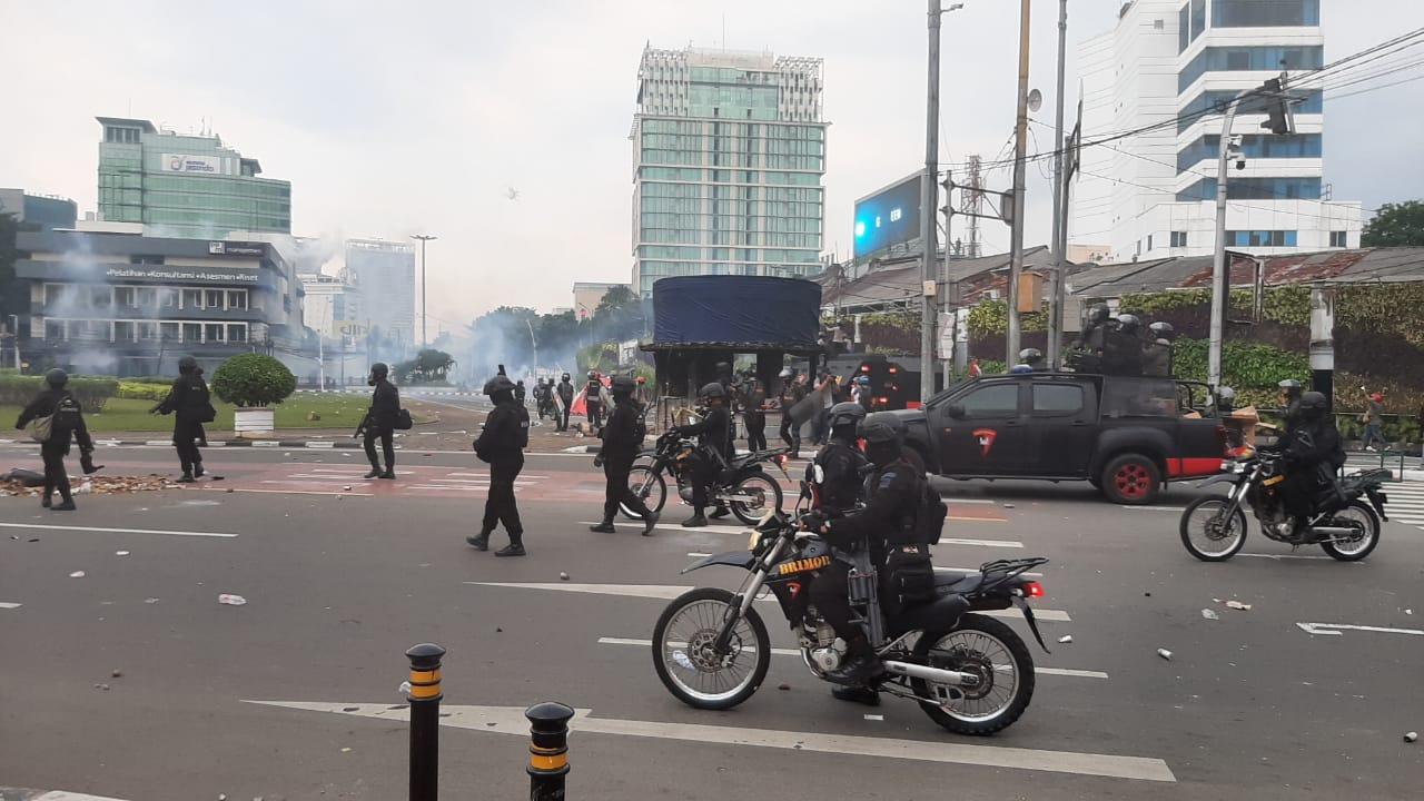 https: img.okezone.com content 2020 10 13 320 2293046 ada-demo-uu-ciptaker-mal-grand-indonesia-tutup-lebih-cepat-oLLEYUhMRi.jpg