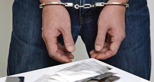 https: img.okezone.com content 2020 10 13 340 2292598 kembali-edarkan-sabu-residivis-ini-ditangkap-polisi-FTg35s8EbF.jpg
