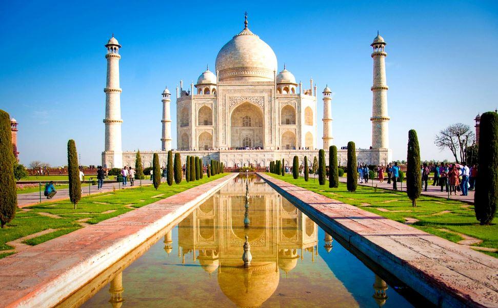 https: img.okezone.com content 2020 10 13 408 2292900 taj-mahal-hingga-istana-mysore-ini-9-destinasi-wisata-religi-di-india-62DgztUWDK.jpg