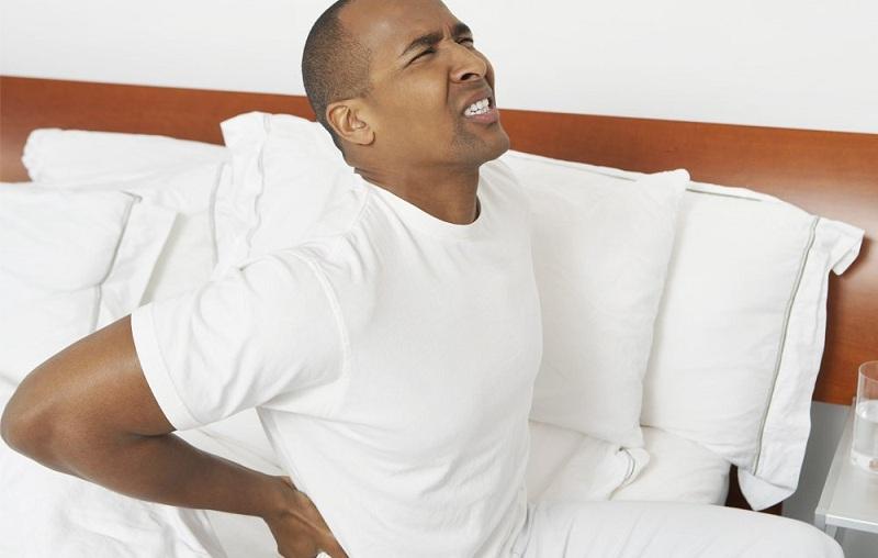 https: img.okezone.com content 2020 10 13 481 2292675 cara-stretching-setiap-bangun-tidur-agar-punggung-tetap-rileks-edrGy0dN2y.jpg