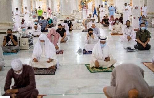 https: img.okezone.com content 2020 10 14 16 2293313 jamaah-umrah-kini-bisa-pesan-tempat-sholat-di-dua-masjid-suci-via-online-3iulv5DisX.jpg