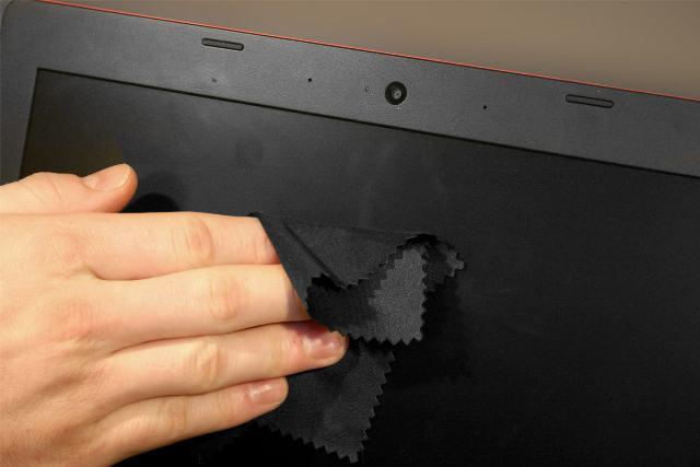 https: img.okezone.com content 2020 10 14 16 2293328 tips-mudah-bersihkan-debu-dan-sidik-jari-dari-laptop-layar-sentuh-Ch4N9Q6w8P.jpg
