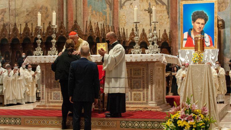 https: img.okezone.com content 2020 10 14 18 2293600 dibeatifikasi-remaja-italia-kemungkinan-jadi-santo-milenial-pertama-gereja-katolik-FtZHTr8qsM.jpg