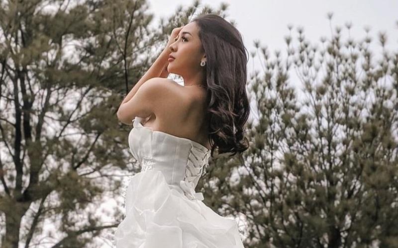 https: img.okezone.com content 2020 10 14 194 2293715 cantiknya-anya-geraldine-pakai-gaun-pengantin-netizen-berebut-daftar-jadi-suami-UZ8D7os39C.jpg