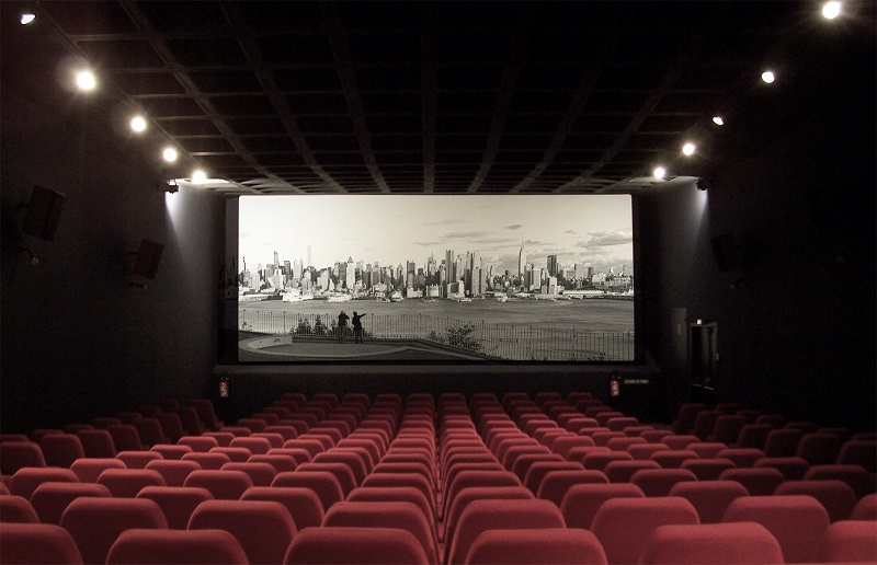 https: img.okezone.com content 2020 10 14 206 2293416 kata-bioskop-soal-25-persen-kapasitas-penonton-di-masa-psbb-transisi-PAslgdlnFE.jpg