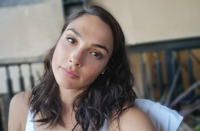 https: img.okezone.com content 2020 10 14 33 2293613 sukses-perankan-wonder-woman-honor-gal-gadot-naik-33-kali-lipat-5b0B2AWGTt.jpg