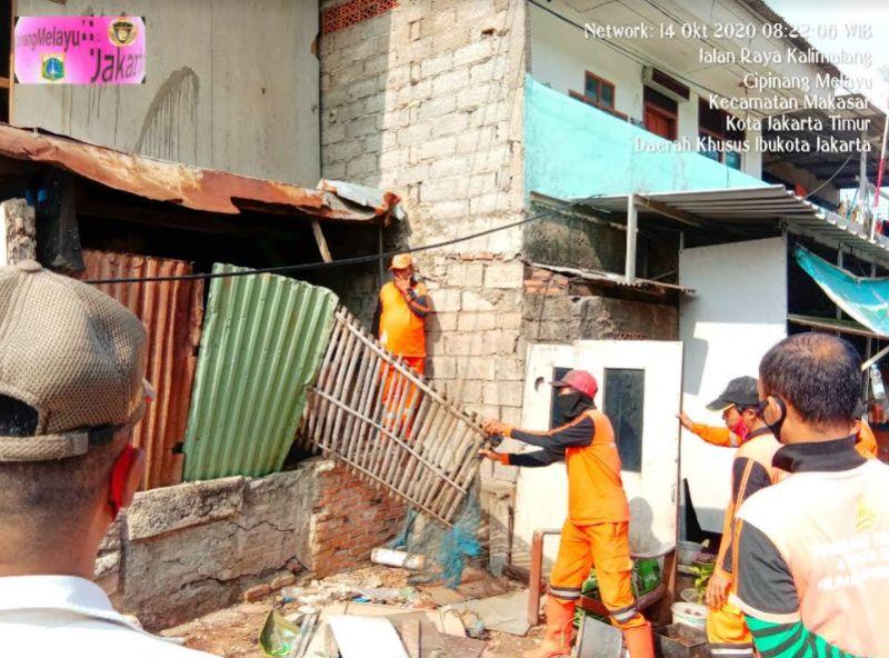 https: img.okezone.com content 2020 10 14 338 2293746 kebut-pembangunan-sumur-resapan-2-bangunan-liar-di-cipinang-melayu-dibongkar-Y6akbFaZFd.jpg
