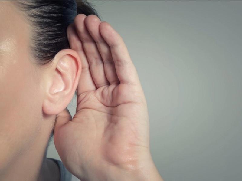 https: img.okezone.com content 2020 10 14 481 2293445 inggris-laporkan-kasus-pertama-pasien-covid-19-kehilangan-pendengaran-stcRy4ikKn.jpg