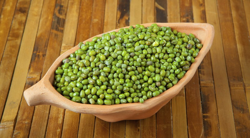 https: img.okezone.com content 2020 10 14 481 2293522 manfaat-kacang-hijau-obati-jerawat-hingga-atasi-masalah-kulit-PivBG0GrjK.jpg