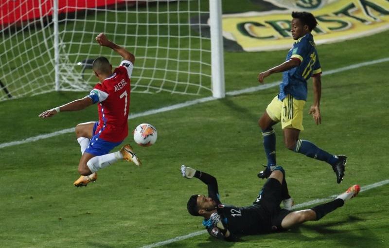 https: img.okezone.com content 2020 10 14 51 2293310 gol-telat-falcao-gagalkan-kemenangan-cile-atas-kolombia-mE6OFhS979.jpg