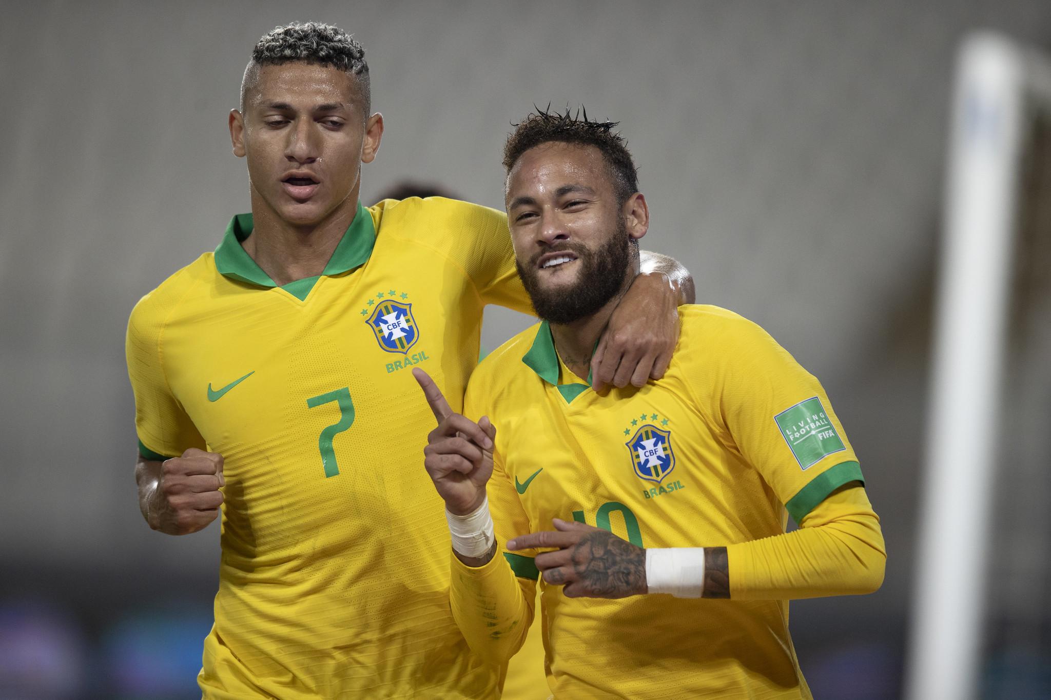 https: img.okezone.com content 2020 10 14 51 2293593 cetak-hattick-ke-gawang-peru-neymar-kalahkan-rekor-ronaldo-di-timnas-brasil-sn7P1e6t43.jpg