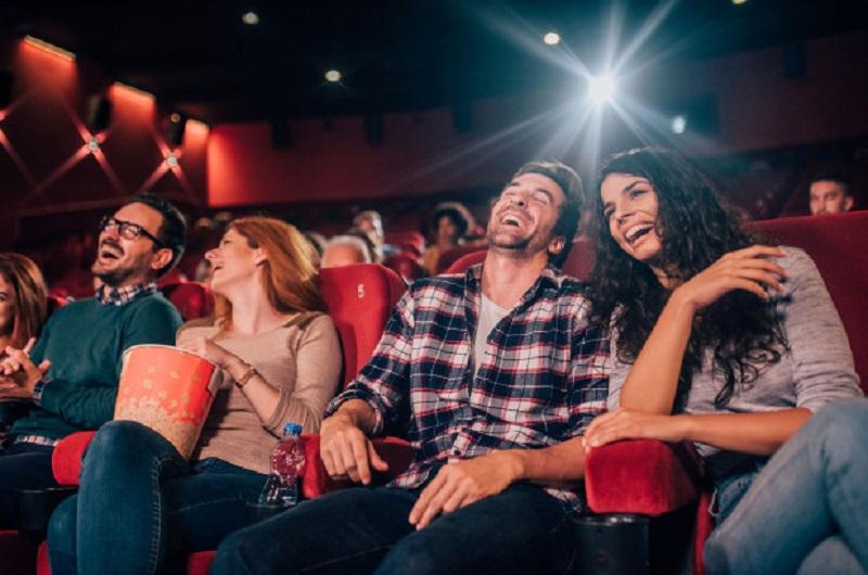 https: img.okezone.com content 2020 10 14 611 2293452 sering-menonton-film-komedi-bikin-anda-cepat-punya-kerutan-loh-5rD7uCChAA.jpg