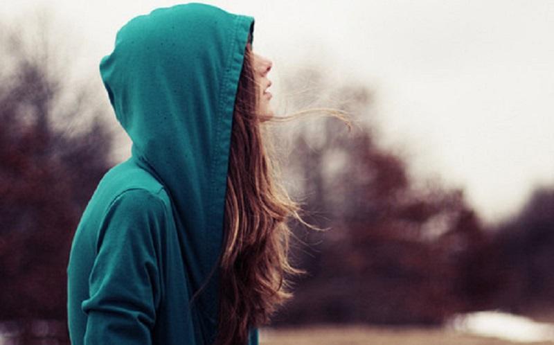 https: img.okezone.com content 2020 10 14 612 2293521 5-alasan-kamu-merasa-kesepian-meski-punya-pacar-t5B0NNonPK.jpg