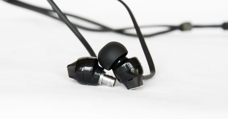 https: img.okezone.com content 2020 10 15 16 2294060 ini-penyebab-kabel-earphone-mudah-kusut-IwDVt0emf7.jpg