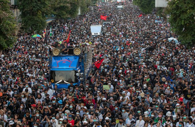 https: img.okezone.com content 2020 10 15 18 2293910 demontrasi-anti-kerajaan-meningkat-thailand-umumkan-tindakan-darurat-5C5uFVZKhU.jpg