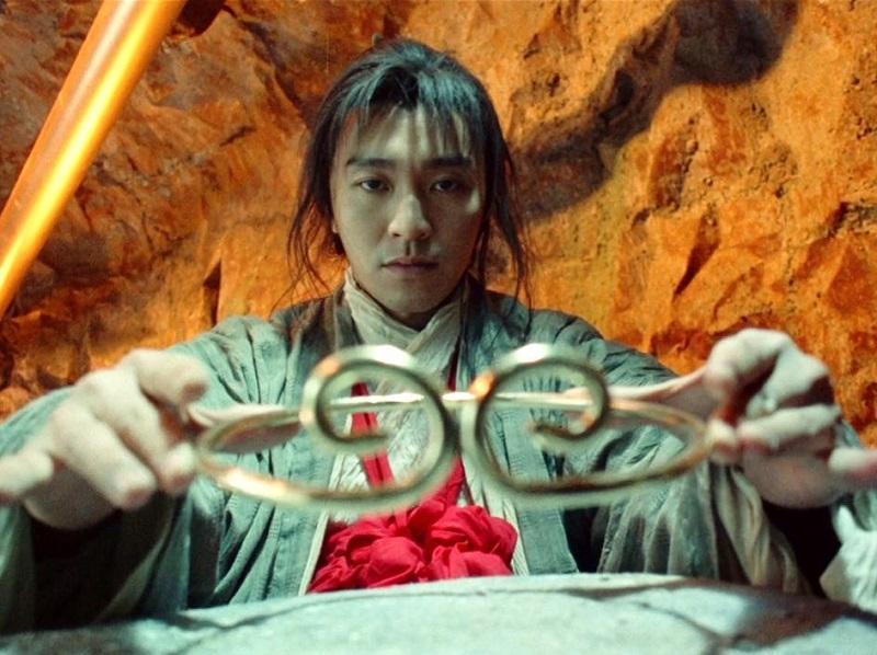 https: img.okezone.com content 2020 10 15 194 2293948 4-potret-stephen-chow-aktor-ternama-yang-kini-bangkrut-5QbclOBtdJ.jpg