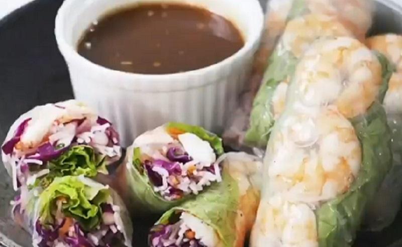 https: img.okezone.com content 2020 10 15 298 2294267 cocok-buat-camilan-diet-bikin-vietnam-spring-roll-salad-yuk-CJpSCzXtZd.jpg