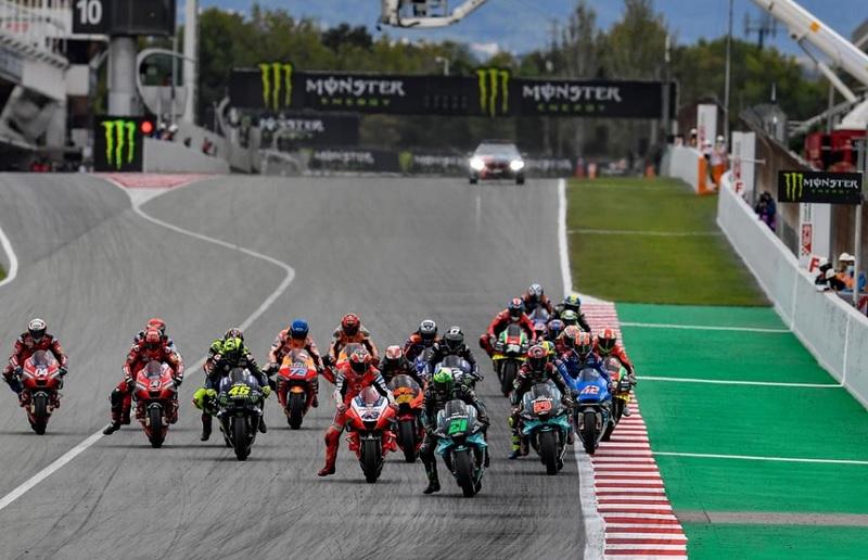 https: img.okezone.com content 2020 10 15 38 2294290 motogp-2020-sisakan-5-seri-lagi-poncharal-yakin-persaingan-kian-menarik-jG24RVhwIh.jpg