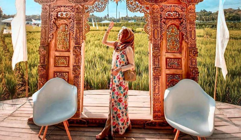https: img.okezone.com content 2020 10 15 408 2294324 hari-pangan-sedunia-intip-wisata-sawah-svargabumi-di-borobudur-ebKtOGErwY.jpg