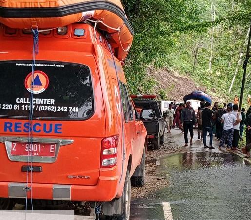 https: img.okezone.com content 2020 10 15 525 2293856 20-desa-di-garut-terdampak-banjir-2-180-rumah-terendam-zZmAsOWQLp.jpg